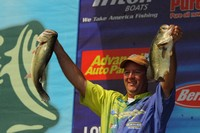 Steve Kennedy Holds 4-Ounce Lead After First Day