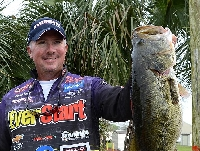 THARP LEADS WALMART FLW TOUR