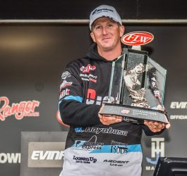 Schmitt wins FLW Tour on Mississippi River